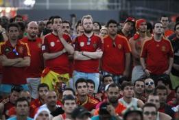 Skirtingos Olandijos ir Ispanijos rinktinių fanų emocijos