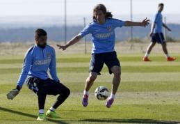 """Oficialu: Felipe Luisas keliasi į """"Chelsea"""" ekipą"""