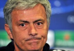 J.Mourinho norėtų įgauti galių stabdyti futbolo rungtynes