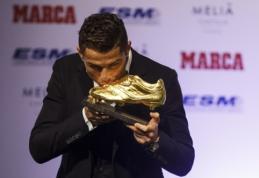 """""""Auksinį batelį"""" atsiėmęs C.Ronaldo: asmeniniai trofėjai man taip pat patinka"""