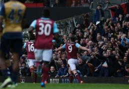 """Permainingoje dvikovoje - A. Carrollo """"hat-trickas"""" ir """"Arsenal"""" lygiosios prieš """"West Ham"""" (VIDEO)"""