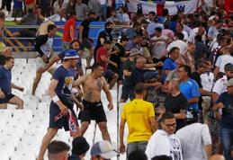 Po rungtynių sužvėrėję rusai puolė anglų sirgalius (VIDEO)