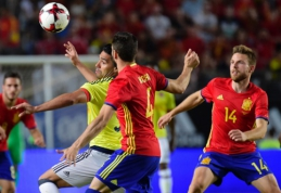 Ispanija ir Kolumbija išsiskyrė lygiosiomis, italai sutriuškino Urugvajų (VIDEO)