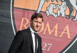 """Karjerą baigęs F. Totti užims direktoriaus pareigas """"Roma"""" klube"""