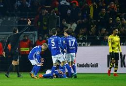 """""""Schalke"""" pasiekė neįtikėtinas lygiąsias Dortmunde, """"Bayern"""" patyrė pirmąją nesėkmę prie J. Heynckeso (VIDEO)"""