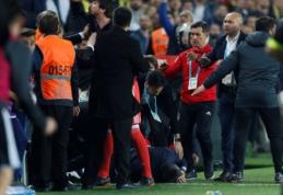 Stambulo derbyje - komandų riaušės, praskelta trenerio galva ir nutrauktos rungtynės (VIDEO, FOTO)