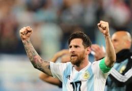 """Po pergalingo mačo L. Messi pribloškė """"sėkmės amuletą"""" jam įteikusį žurnalistą (VIDEO)"""