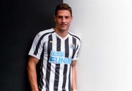 """""""Newcastle"""" sukirto rankomis su Šveicarijos rinktinės gynėju"""