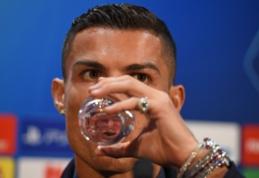 POP: C. Ronaldo žiniasklaidai pasirodė su milijono eurų vertės laikrodžiu