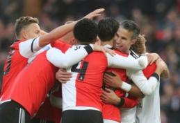 """R. van Persie prisiminė jaunystę, o jo atstovaujama """"Feyenoord"""" šešiais įvarčiais nubaudė """"Ajax"""""""
