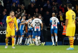 """Barselonos derbyje –raudona kortelė F. de Jongui ir netikėtos """"Barcos"""" lygiosios"""
