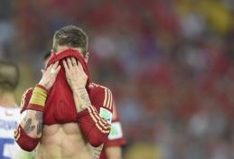 Fiasko: pasaulio čempionai ispanai važiuoja namo, Čilė ir Olandija užsitikrino vietą aštuntfinalyje (VIDEO)