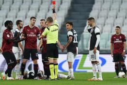 """Futbolo sugrįžimas Italijoje: C. Ronaldo nerealizuotas 11 metrų baudinys, raudona kortelė ir """"Juventus"""" kelionė į finalą"""