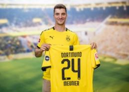 """Oficialu: """"Borussia"""" sukirto rankomis su T. Meunier"""