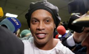 Ronaldinho sugrįš į aikštę ir padės D. Maradonos treniruojamam klubui?