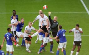 """""""Premier"""" lyga: """"Everton"""" tik rungtynių pabaigoje ištempė lygiąsias, """"Leicester"""" nugalėjo """"Sheffield Utd"""""""