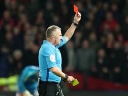 """Netinkamas atsikosėjimas kitą sezoną """"Premier"""" lygoje bus baudžiamas raudona kortele"""