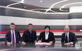"""Oficialu: S. Tonali artėjantį sezoną rungtyniaus """"AC Milan"""" gretose"""
