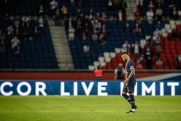 """Iš aikštės pašalintas Neymaras: """"Gailiuosi, kad netrenkiau tam subingalviui į veidą"""""""