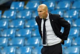 """Z. Zidane'as perspėjo į R. Varane'ą rankas tiesiančią """"Man Utd"""""""