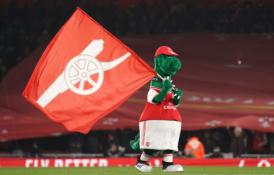 """""""Arsenal"""" talismanas Gunnersaurusas sugrįžo į """"Emirates"""" stadioną"""