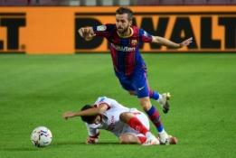"""""""Barcelona"""" planuoja žaidėjų išpardavimą"""