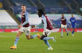 """""""Leicester"""" per pridėtą laiką nusileido """"Aston Villa"""" futbolininkams"""