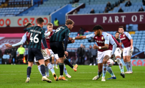 """""""Leeds"""" nutraukė """"Aston Villa"""" ekipos pergalių seriją"""