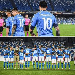 """""""Napoli"""" žaidėjai pagerbė D. Maradoną"""