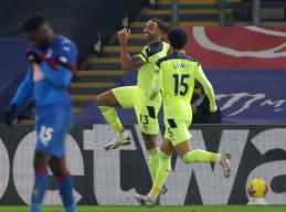 """""""Newcastle"""" mačo pabaigoje palaužė """"Crystal Palace"""" ekipą"""