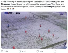 Sningant Stambule viena komanda nusprendė žaisti vilkint baltus marškinėlius