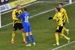 """""""Borussia"""" tik rungtynių pabaigoje išsigelbėjo nuo pralaimėjimo"""