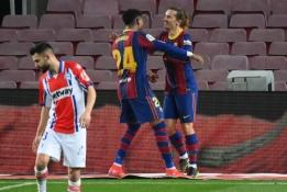 """""""Barcelona"""" sutriuškino """"Alaves"""" ekipą"""