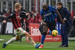 """Milano derbyje - triuškinanti """"Inter"""" pergalė"""