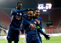 """EL: """"Arsenal"""" pervažiavo """"Slavia"""" ekipą, """"Roma"""" atlaikė """"Ajax"""" spaudimą"""