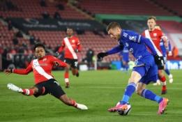 """Beveik visas rungtynes mažumoje žaidusi """"Southampton"""" ekipa atėmė taškus iš """"Leicester"""""""