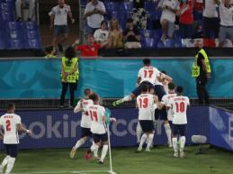 Anglija sutriuškino Ukrainą ir žengė į EURO 2020 pusfinalį