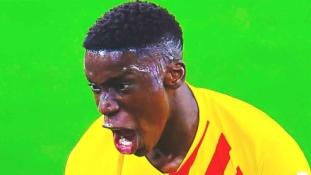 """""""Barcelona"""" talentas parodė rasistines klubo gerbėjų žinutes"""