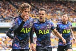 """Iniciatyvą varžovams atidavęs """"Tottenham"""" klubas iš """"Wolves"""" tvirtovės išsivežė 3 taškus"""