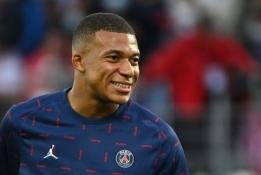 """Viskas arba nieko: PSG sulaukė paskutinio pasiūlymo iš """"Real"""" už K. Mbappe"""