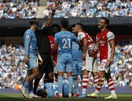 """""""Man City"""" ir """"Arsenal"""" mače – G. Xhakos raudona kortelė, vaikiškos klaidos ir """"Arsenal"""" sutriuškinimas"""
