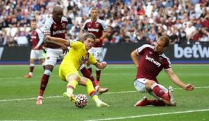 """""""West Ham"""" prarado pirmuosius taškus, """"Leicester"""" turėjo vargo su """"Norwich"""""""