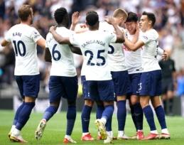 """""""Tottenham"""" iškovojo minimalią pergalę ir pakilo į """"Premier"""" lygos turnyrinės lentelės viršūnę"""