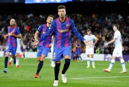 """ČL: G. Pique įvartis leido """"Barcai"""" džiaugtis pirmąja pergale"""