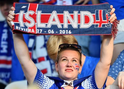 EURO 2016: Karščiausios merginos ir spalvingiausi fanai (IV, FOTO)