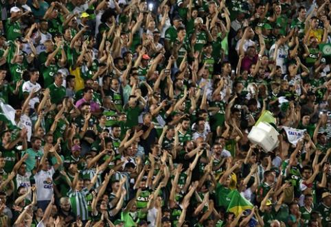 """Futbolo pasaulis gedi: brazilų """"Chapecoense"""" klubas pateko į lėktuvo avariją (FOTO)"""