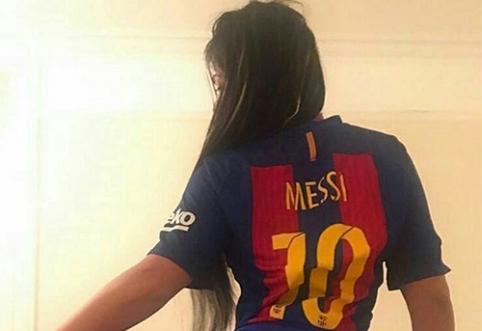 "POP: ""Mis Bum Bum"" pagerbė L.Messi užrašu ant užpakalio (FOTO)"