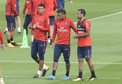 """Už parodytą lojalumą Neymaras iš """"Barcelona"""" ekipos paprašė 25 mln. eurų"""