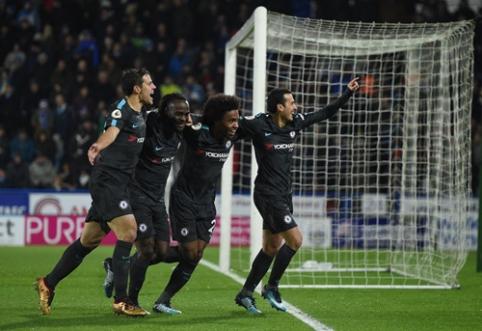 """""""Chelsea"""" užtikrintai nugalėjo """"Huddersfield"""", """"Crystal Palace"""" pasiekė dramatišką pergalę (VIDEO)"""