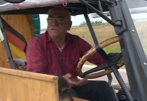 POP: į pasaulio čempionatą vokietis keliauja traktoriumi